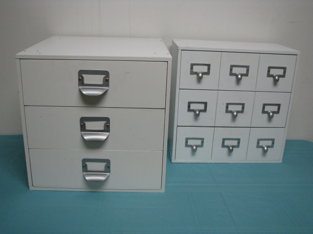 (2) SMALL WHITE WOOD 3-DRAWER CABINETS  (# B-3024)